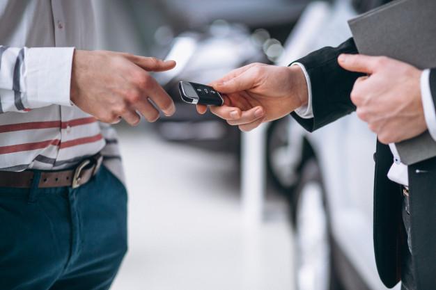 Pożyczasz swoje auto? Sprawdź, co stanie się z ubezpieczeniem w razie wypadku.